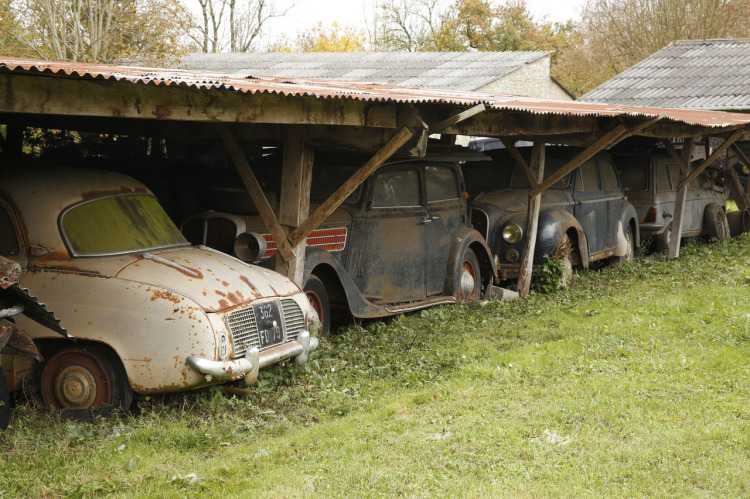 60 classic cars found in France