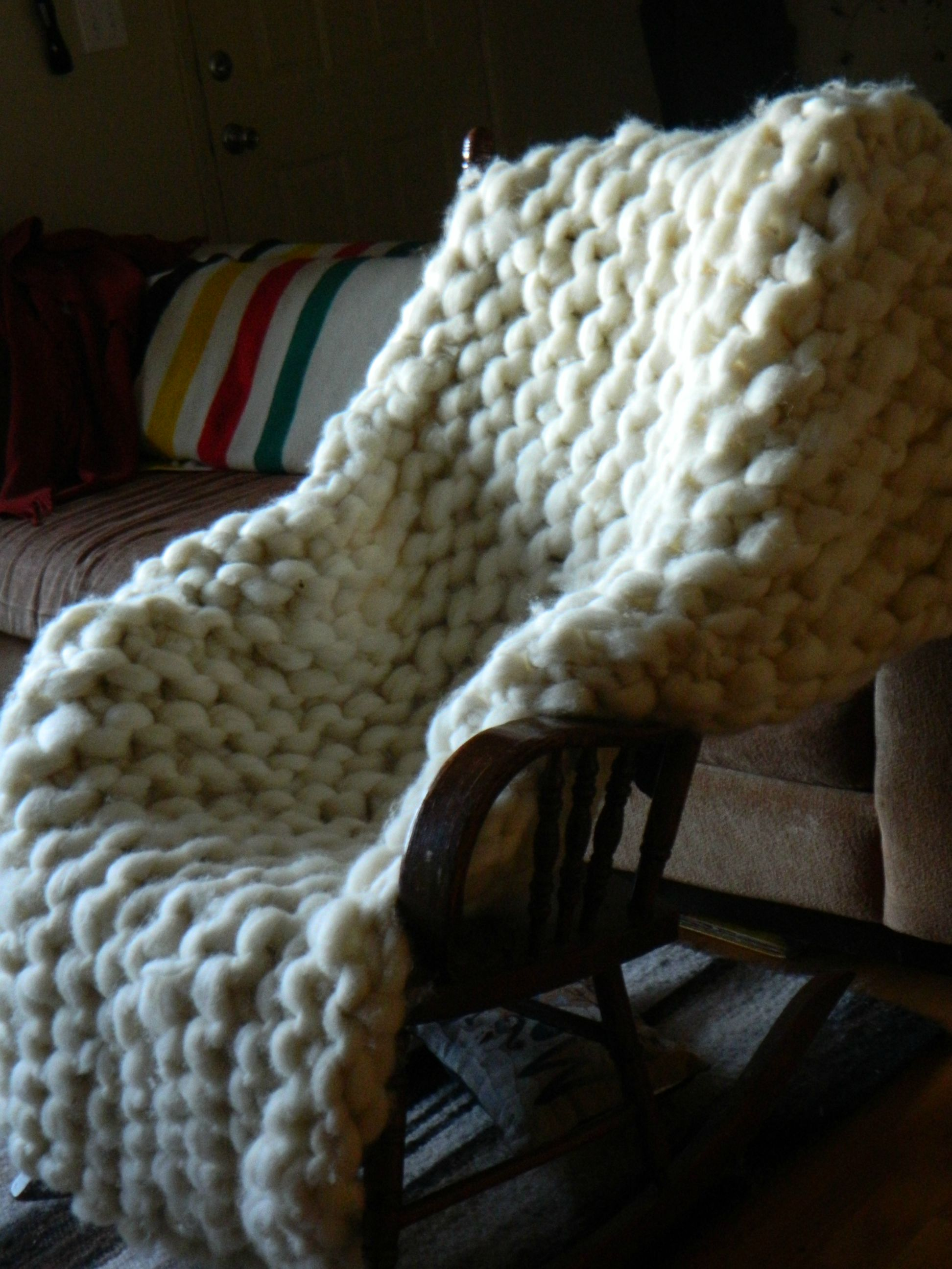 Giant Knitting Blankets : Knitter makes a giant blanket with rope thick wool yarn
