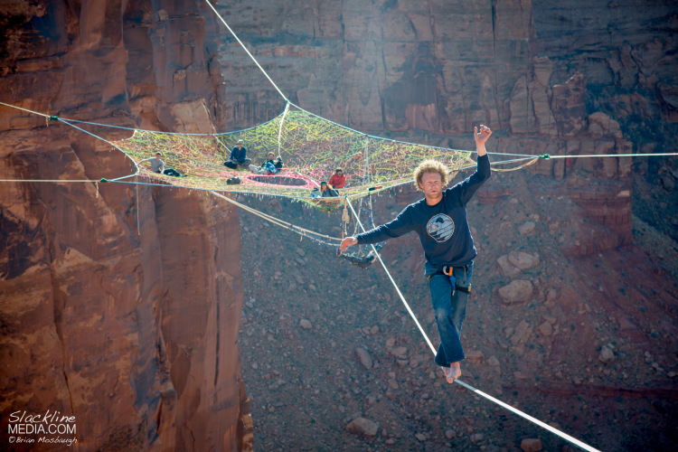 Daredevils Tether a Giant Hammock Between Cliffs 400 Feet Above the ...
