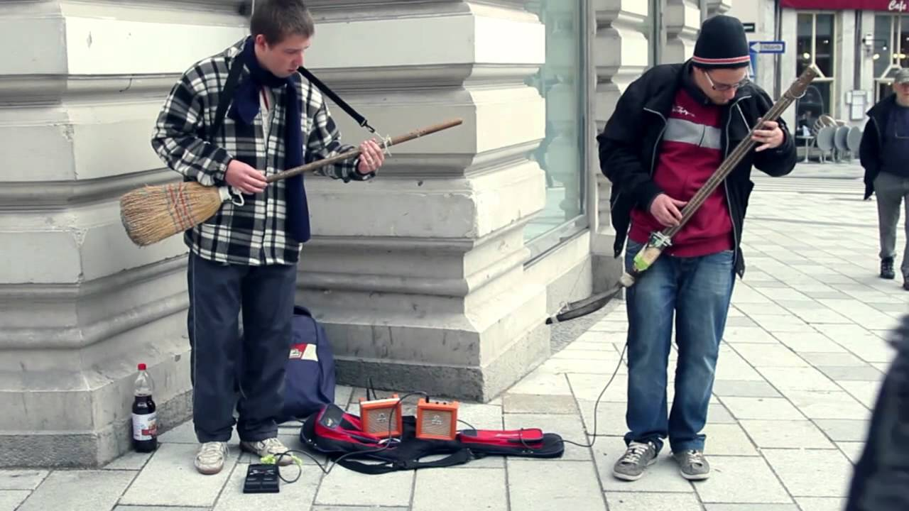 Talented Vienna Street Musicians Play an Impressive Blues Riff With Homemade Broom Guitar and Shovel Bass