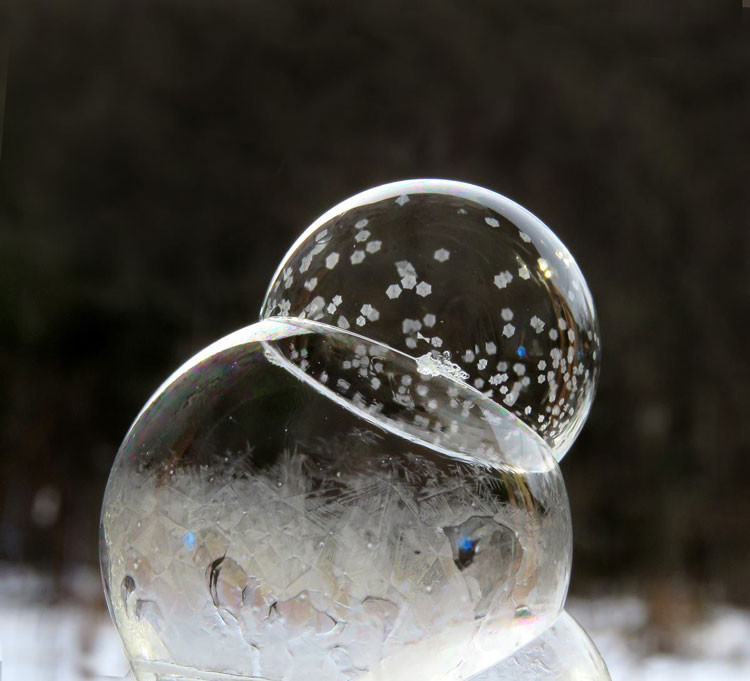 Frozen bubbles are of the winter moments you should not miss in this cold weather. You just need the right recipe.
