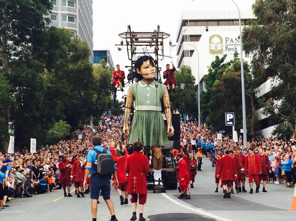 royal de luxe 39 s monumental puppets descend on perth australia for a three day performance. Black Bedroom Furniture Sets. Home Design Ideas