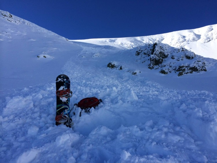 Romanian Snowboarder Captures Avalanche on Camera