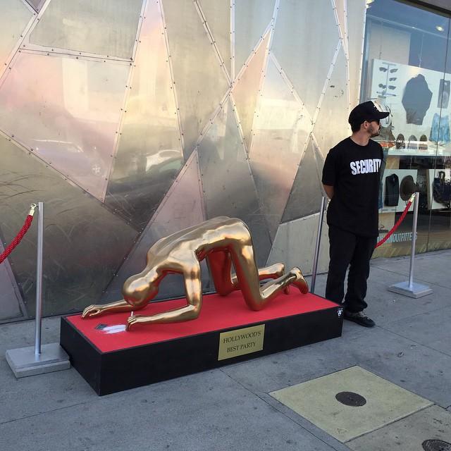 Oscar Statue Snorting Cocaine