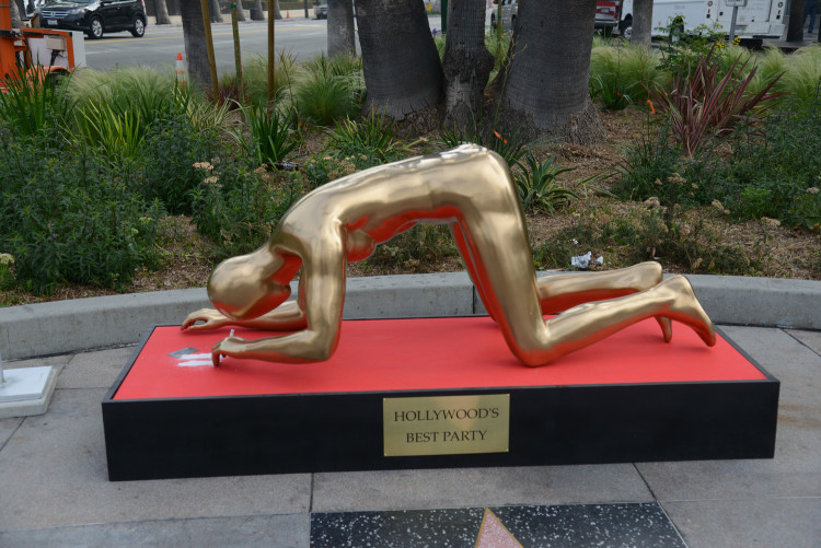 Oscar Statue Snorting Cocaine
