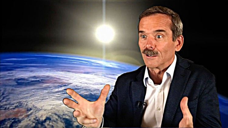 Commander Chris Hadfield Shares an Astronaut's View of Earth