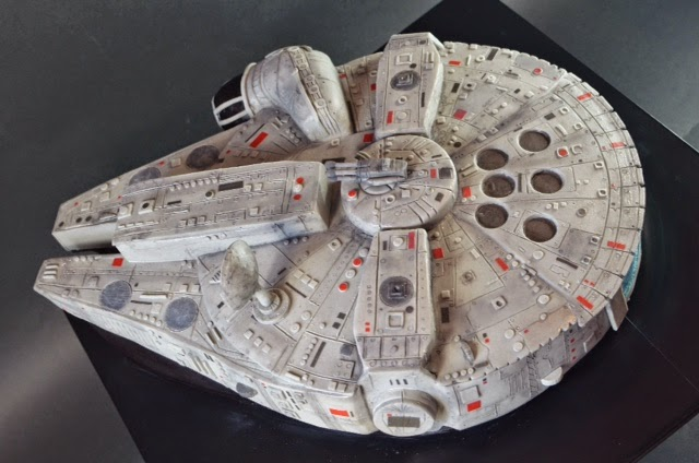 A Highly Detailed Star Wars Birthday Cake That Looks