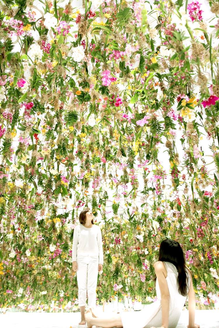 Floating Flower Garden Installation by teamLab