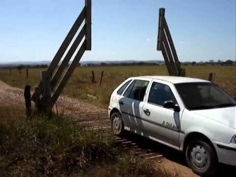 Brazilian Farmers Rig A Clever Cattle Gate That Opens