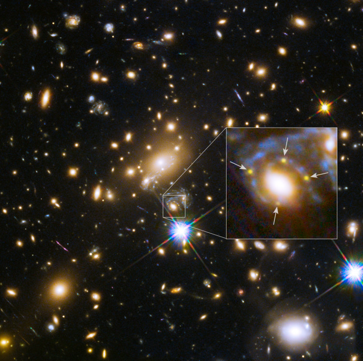 hubble image of four supernova