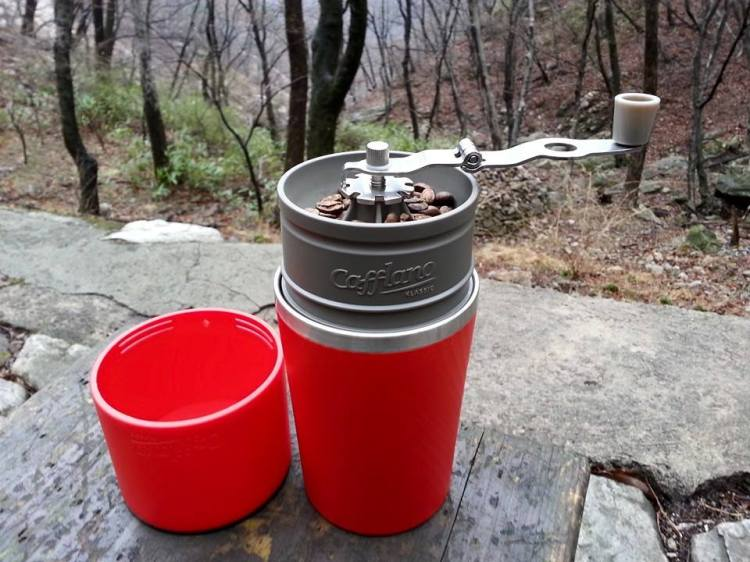 Cafflano Klassic, A Portable All-in-One Coffee Maker Tucked Inside a Travel Mug