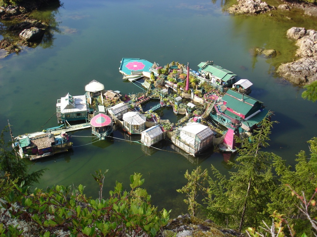 Freedom Cove, An Off-the-Grid Houseboat and Farm Located on 12 Floating Platforms Near Vancouver Island in Canada