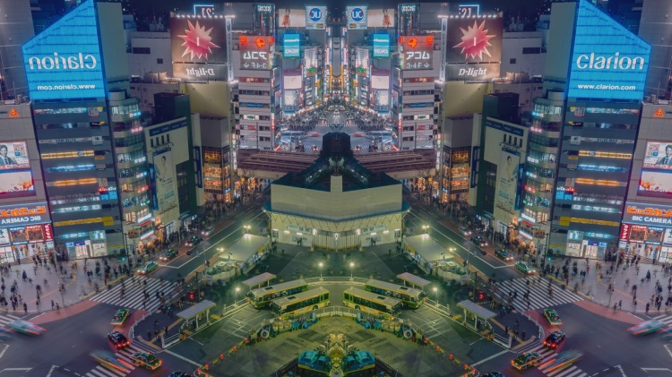 Hypnotic Mirrored Time-Lapse of Tokyo