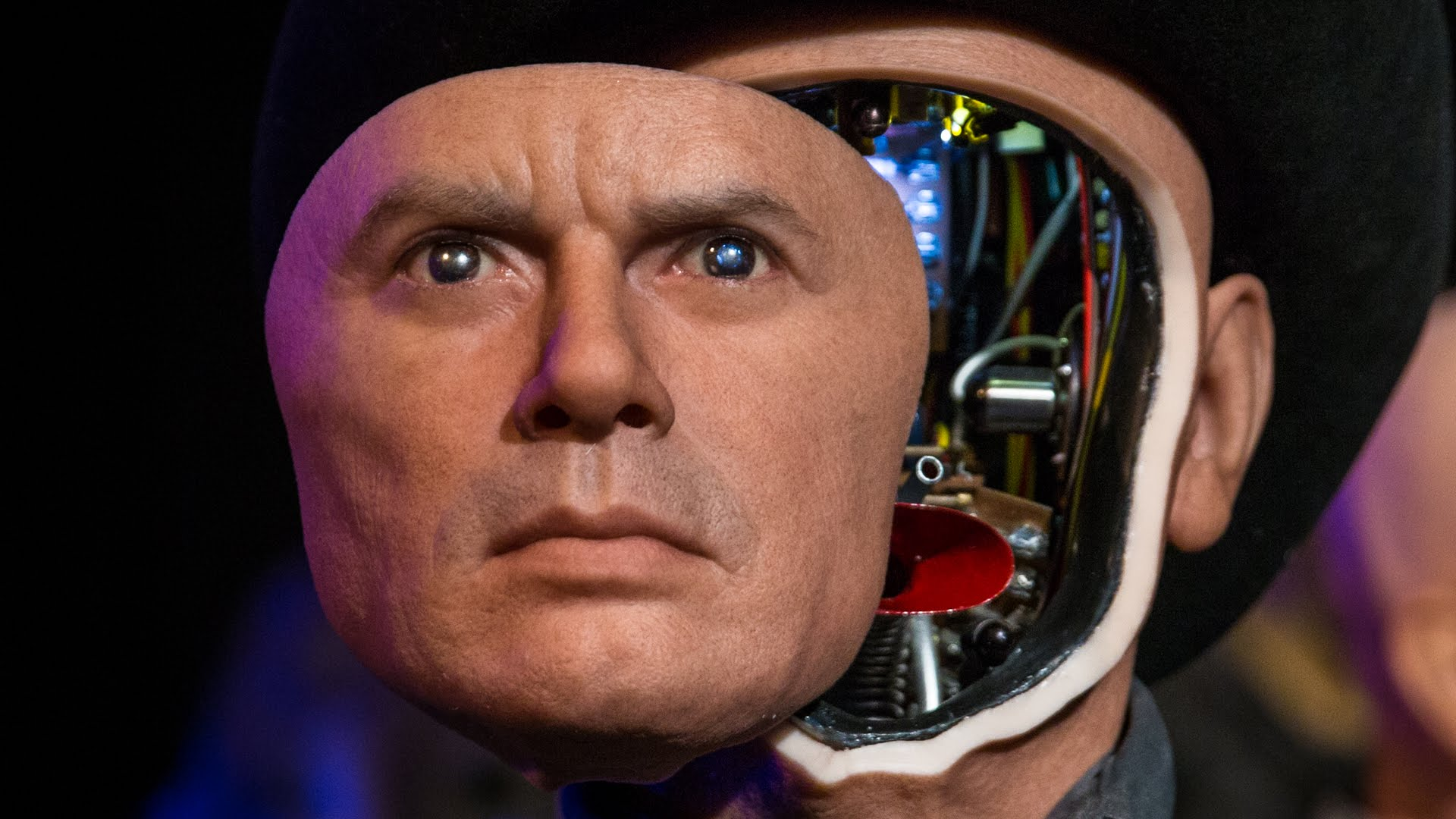 a mechanized sculpture of yul brynner as the westworld gunslinger robot at monsterpalooza