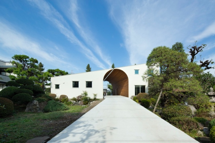 The Arch Wall House, Two Homes Cleverly Connected by a Shared Archway