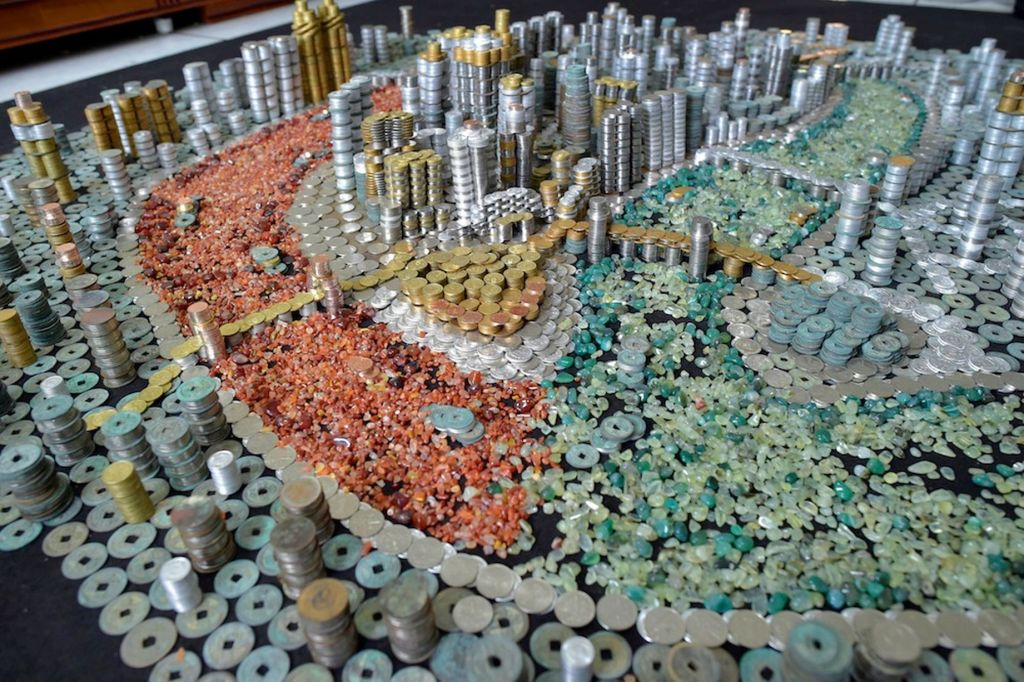 Chinese Artist Uses 50,000 Coins to Build Model of the City of Chongqing