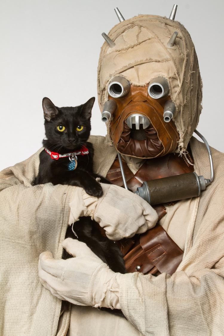 Tusken Raider with Black Cat