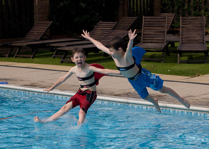 swimfin kids jumping