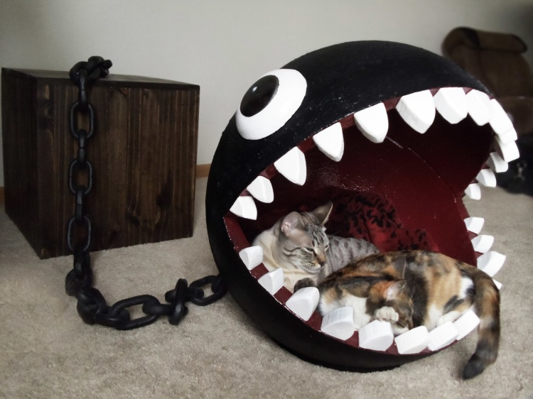 Chain chomp cat bed with two cats