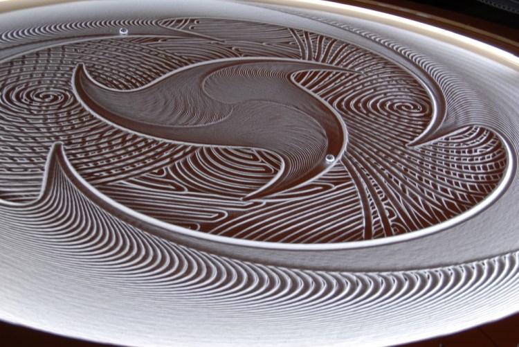 Sisyphus machine with three-pointed swirl