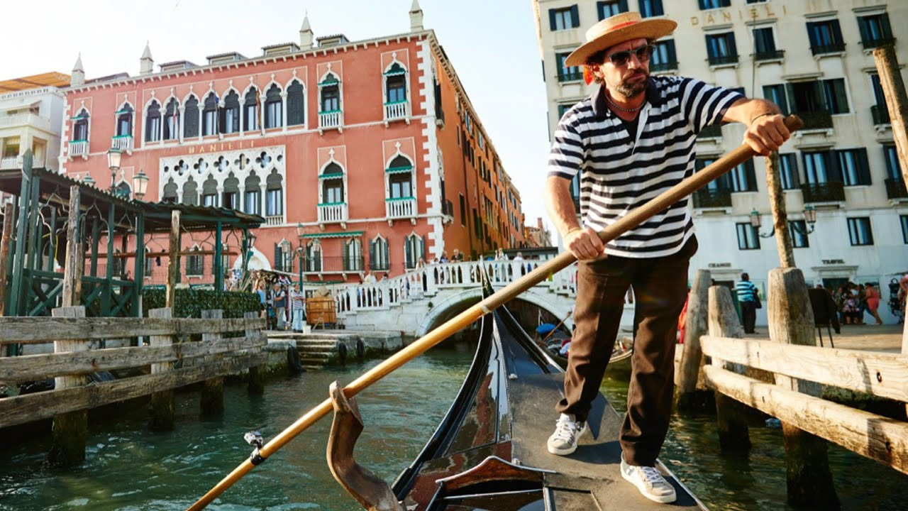 Photographer Ray Demski Demonstrates Helpful Travel Photography Tips While On Location in Venice, Italy