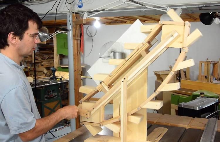 Slinky Escalator
