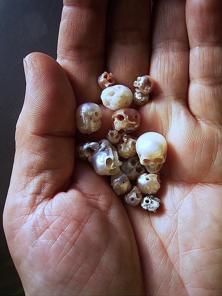 Pearl Skull Hand