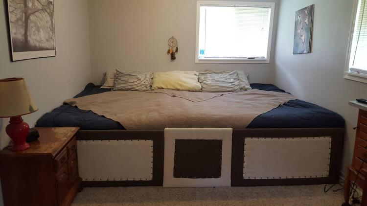 Empty Giant Bed