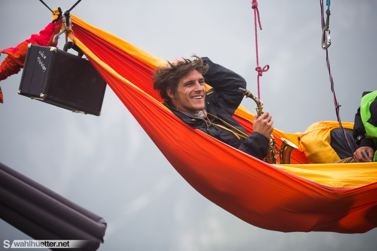 Highlinemeeting Hammock Saxaphonist