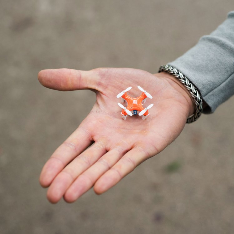 SKEYE Pico Drone in Hand