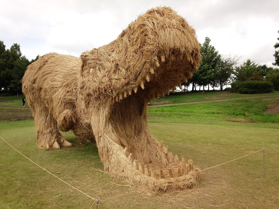 Incredible Animals of Immense Stature Crafted From Straw, Wood and Rope