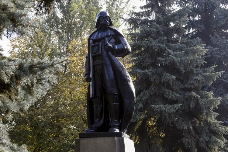 Darth Vader Lenin Statue