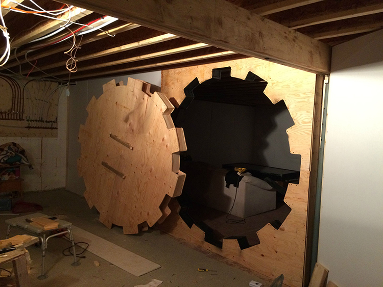 Man builds a functional 39 fallout 39 404 vault door for his for Fallout 4 bedroom ideas