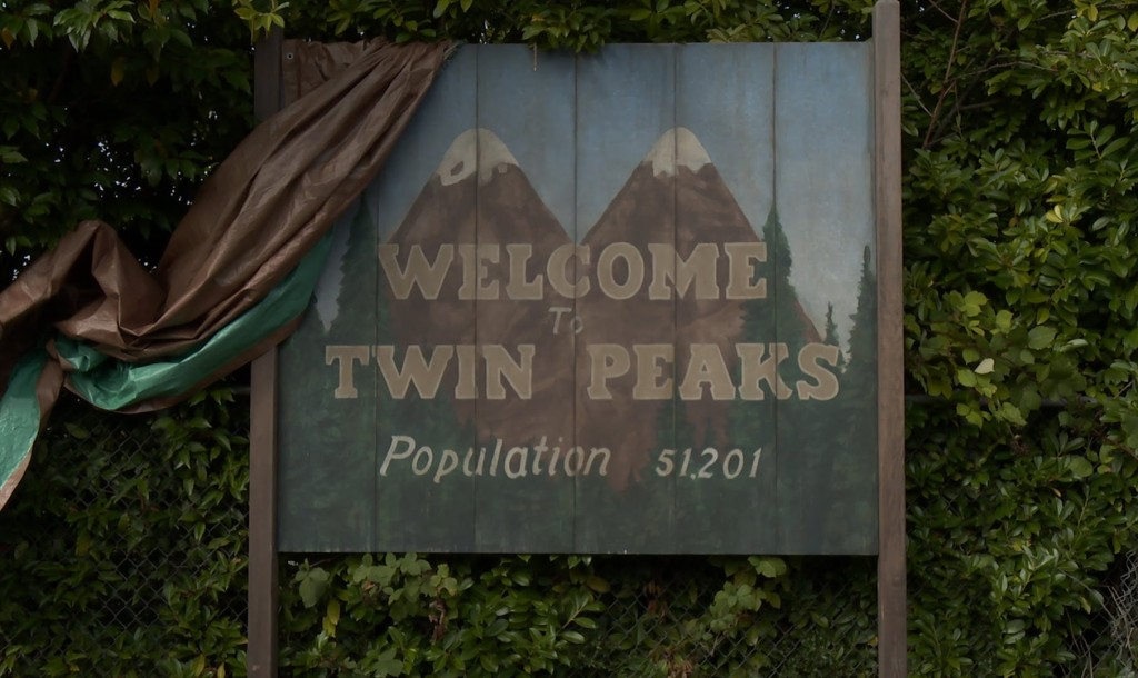 Showtime Releases the First Teaser Trailer for the Upcoming 'Twin Peaks' Series Reboot in 2017