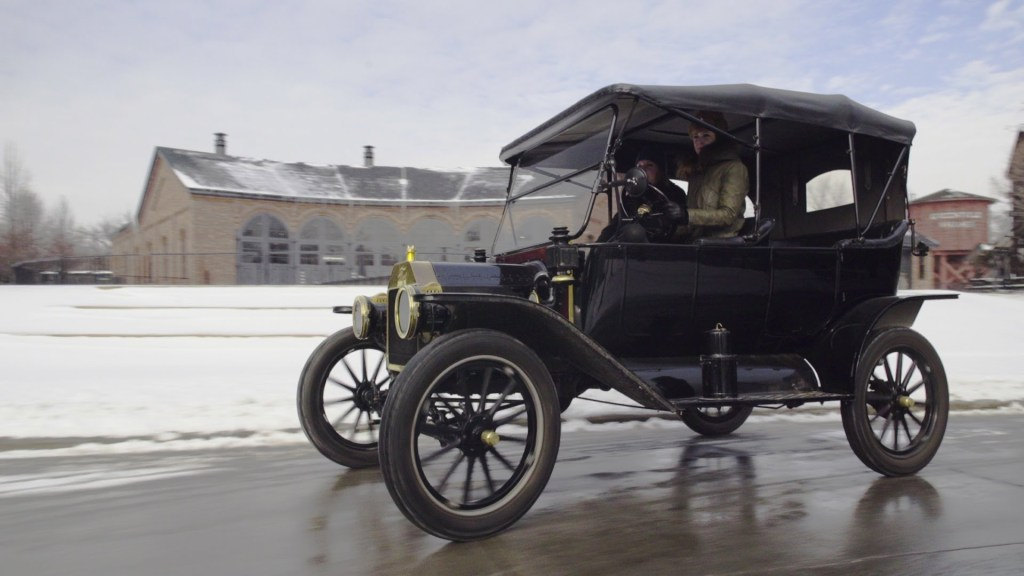 Car Journalist Test Drives a 1914 Ford Model T and ...
