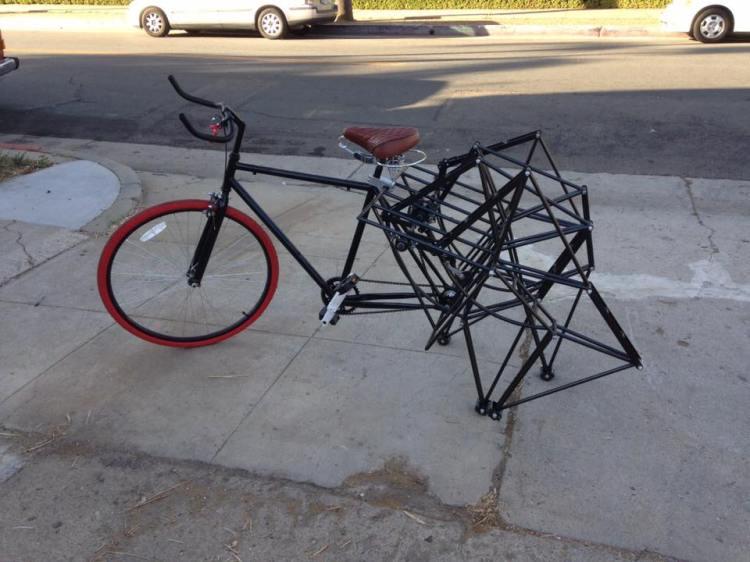 An Amazing Walking Bike That Employs the Same Principles as Theo Jansen's Glorious Strandbeest