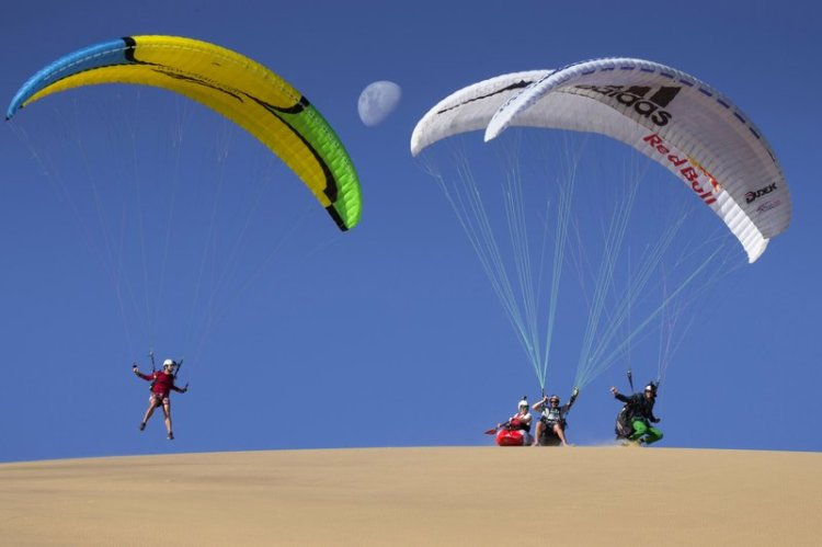 Kayak and Paragliders