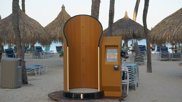 SnappyScreen Booth on Beach