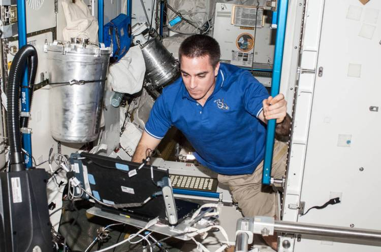 NASA Astronaut Chris Cassidy Uses Computer