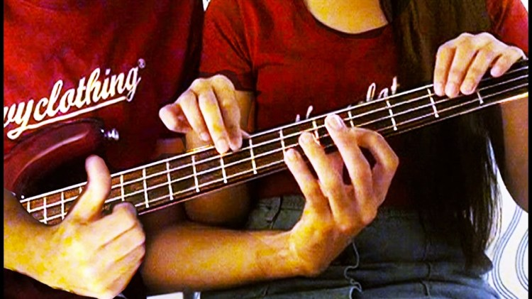 Couple Plays an Adorable Duet of 'I'm Yours' by Jason Mraz on a Single Bass Fretboard