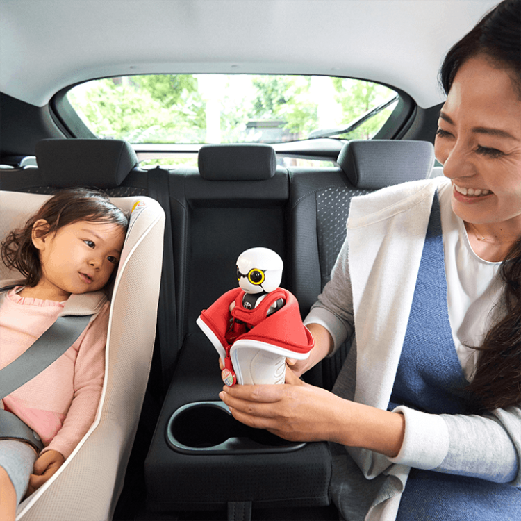 Kirobo Mini in Carseat