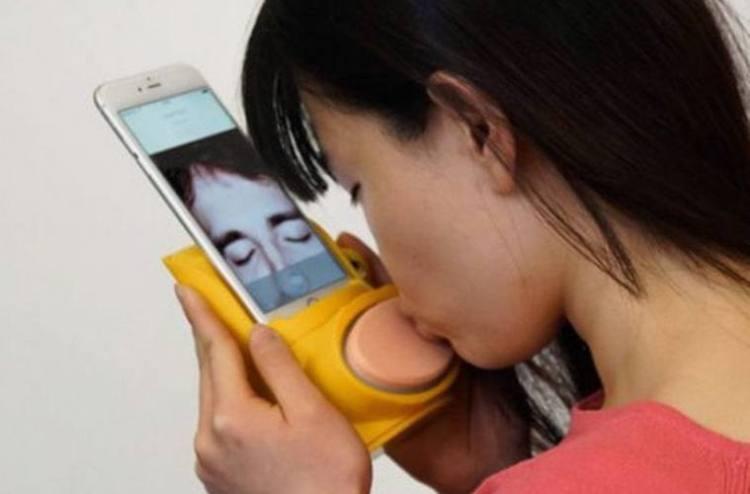 Woman Using Kissenger