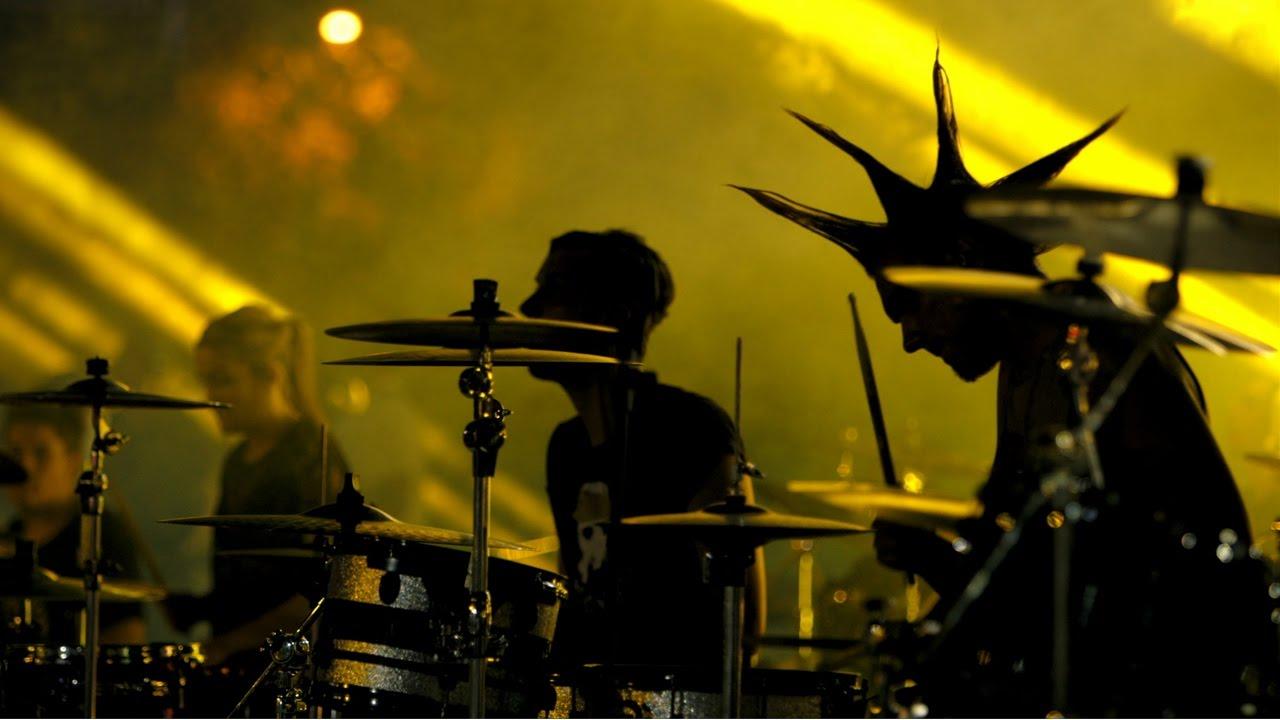 A 1,000 Member Italian Rock Band Rocks a Live Version of Nirvana's 'Smells Like Teen Spirit'