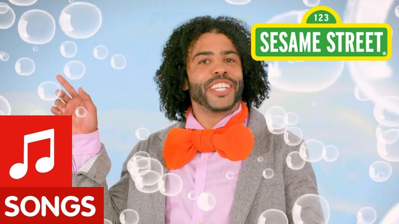Hamilton Actor Daveed Diggs Raps The Classic Sesame Street