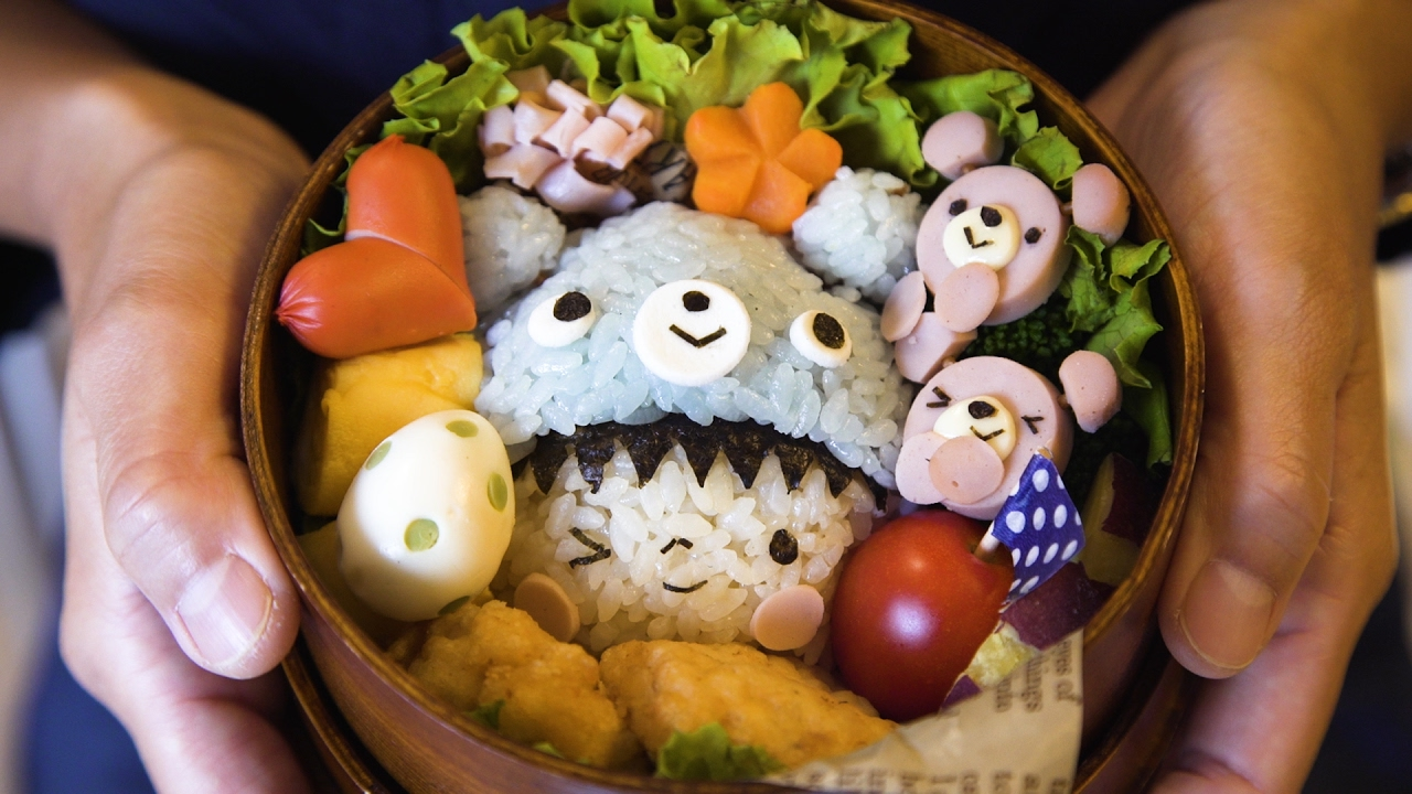 Japanese Food Artist Shows How To Create The Cute Character Bento Boxes She Makes For Her Kids