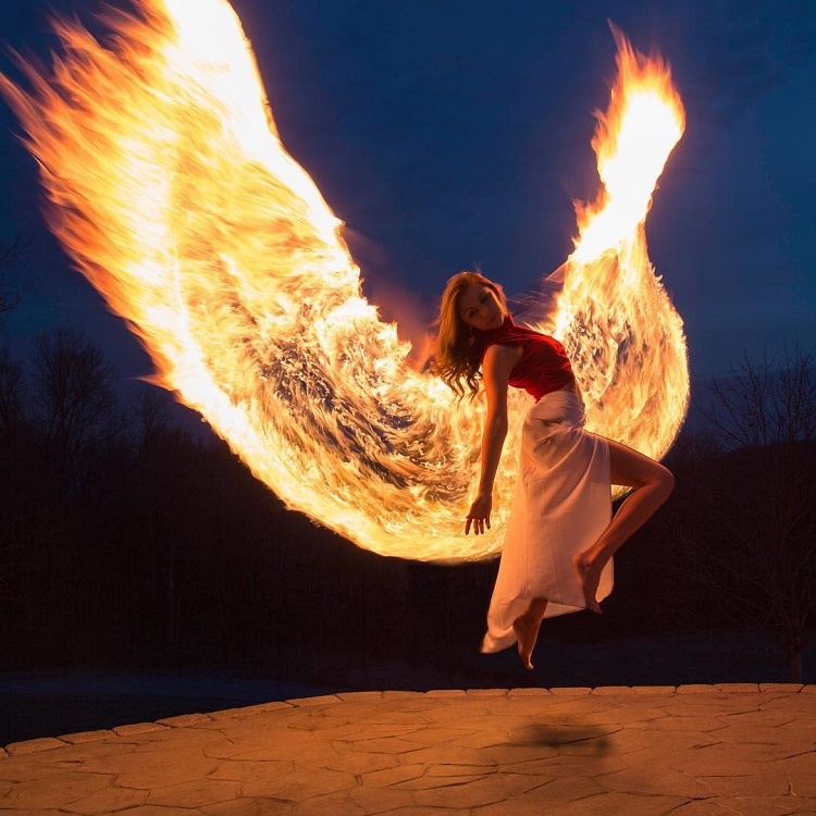 Beautiful Light Painting Photos of a Young Woman Rising From the ...