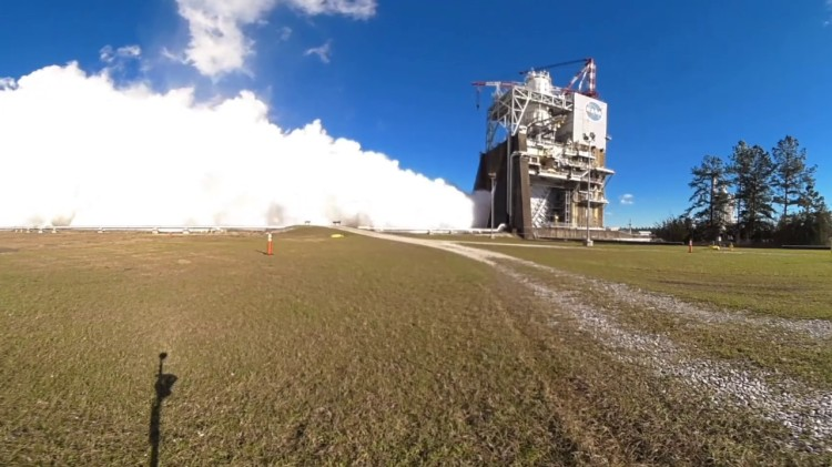 A Captivating 360° Video Capturing the Smoke and Fire of a NASA RS-25 Rocket Engine Test