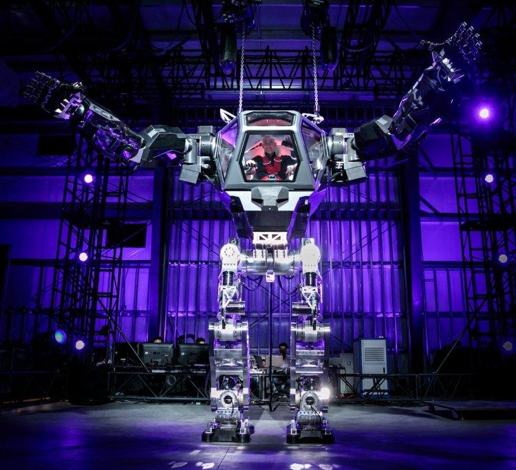 Jeff Bezos Pilots a Giant Hankook Mirae Method-2 Robot Suit at the Amazon Robotics Conference