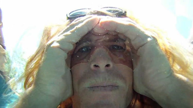 How to Make Air Bubble Goggles With Your Hands to See Clearly Underwater
