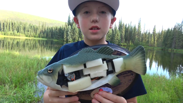 Cutting open a big mouth billy bass singing fish to find for Big mouth fish